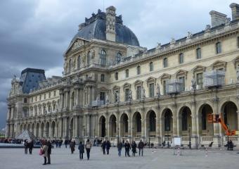 Louvre_smaller_P1010745