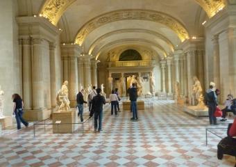 Louvre_smaller_P1020006