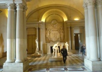 Louvre_smaller_P1020007
