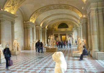 Louvre_smaller_P1020009